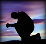 HOMBRE DE RODILLAS kneeling-prayer