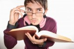 JOVEN CON LENTES PENSANDO - YOUNG MAN WITH GLASSE THINKING
