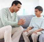PADRE HABLANDO CON SU HIJO Talk-to-child