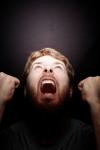 HOMBRE GRITANDO DE IRA angry-man-screaming