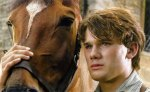 serlock war horse niño y caballo