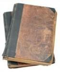 14209459-dos-libros-antiguos-aislados-en-un-fondo-blanco