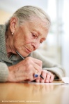 ANCIANA ESCRIBIENDO - OLD LADY WRITING