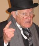 VIEJITO REGAÑON angry-old-man-4