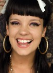 lily-allen-sonriente-2-wallpapers_16180_1680x1050