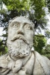 2232551-close-up-de-la-estatua-del-hombre-con-barba-en-roma-italia