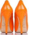 calçado laranja