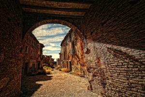 Entrada al pueblo viejo de Belchite
