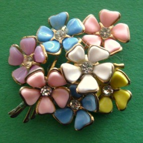 Plastic-Spring-Bouquet-Brooch-285x285